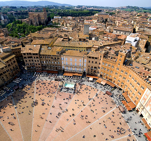 Városnézés Sienaban